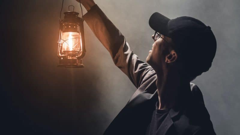 A men looking for the light.