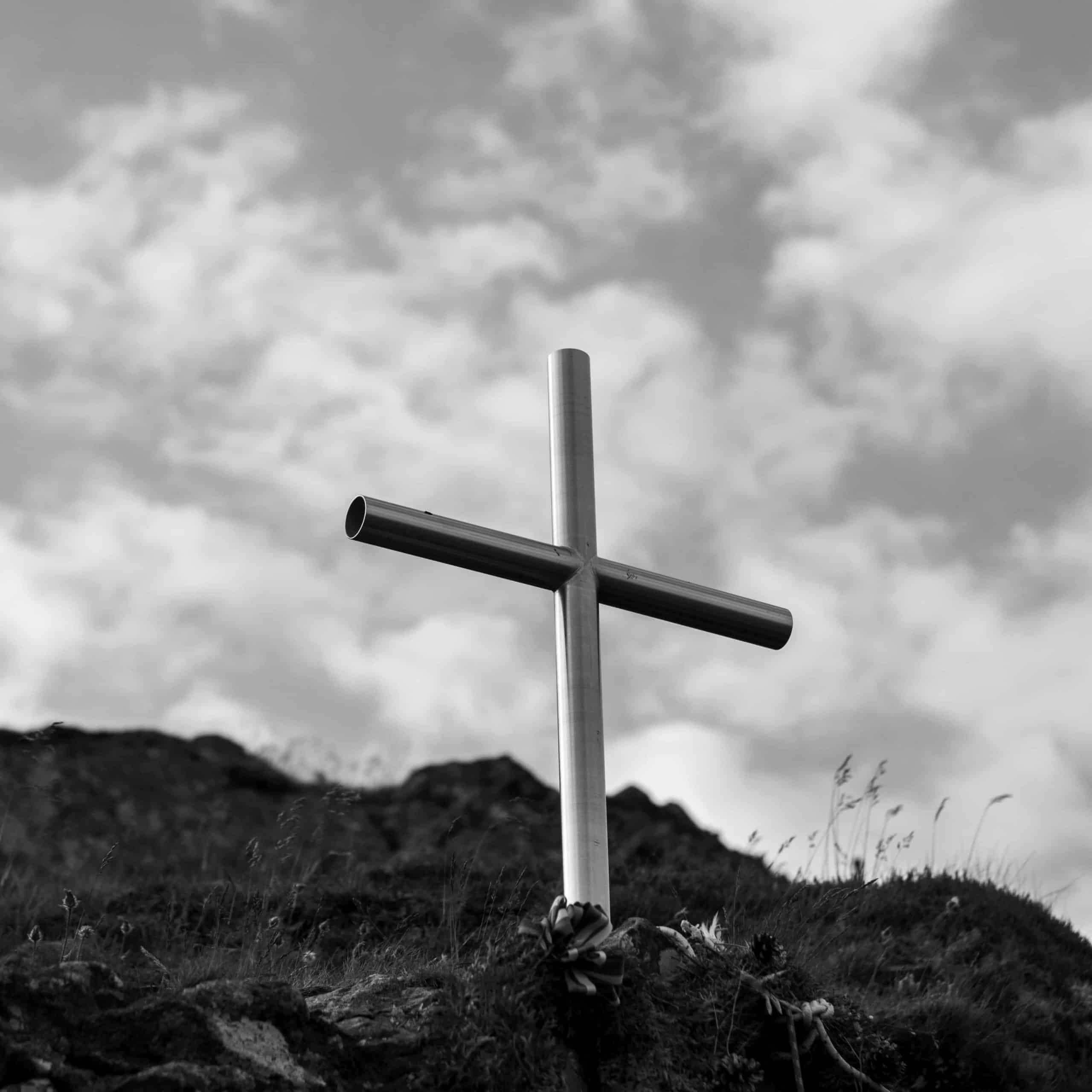 A black and white picture of a cross